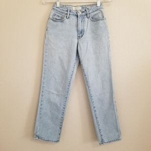 Pacsun Light Wash High Waisted Mom Jeans 23